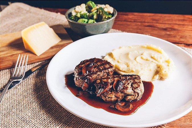 Filé Mignon Ao Molho Madeira + Purê de Batata + Legumes 450g   Porção Individual   Produto congelado e acondicionado a vácuo