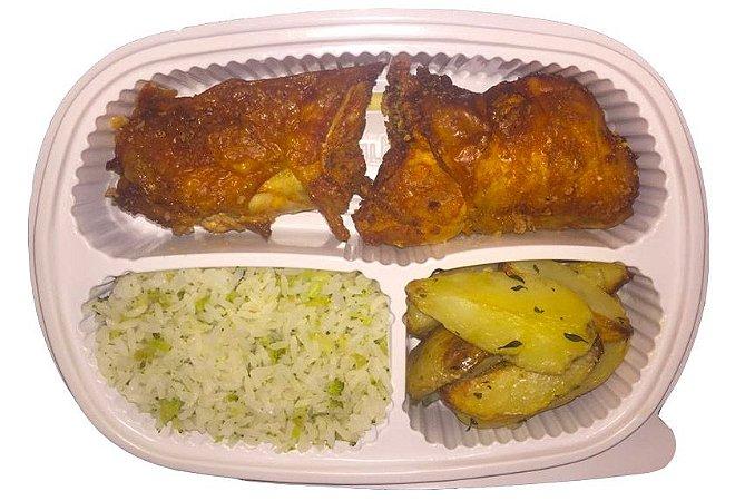 Coxa e sobrecoxa + batata rústica + arroz integral