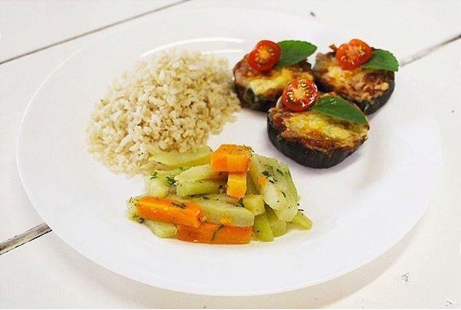Medalhão de Berinjela a Parmegiana + Legumes + Arroz Integral 300g | Porção Individual | Produto acondicionado a vácuo