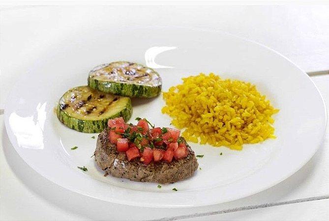 Filé Mignon ao Molho de Tomate + Abobrinha Refogada + Arroz Integral com Açafrão da Terra 300g | Porção Individual | Produto acondicionado a vácuo