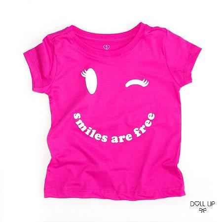 Camiseta Smiles are free manga curta menina