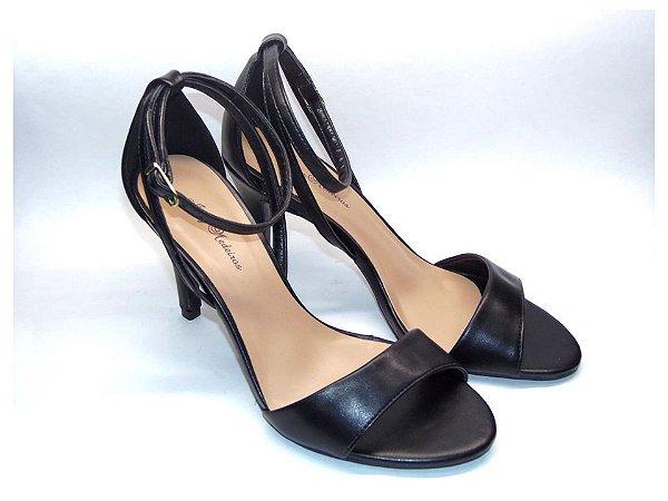 Sandália com Salto Fino Preto com Tira Fina
