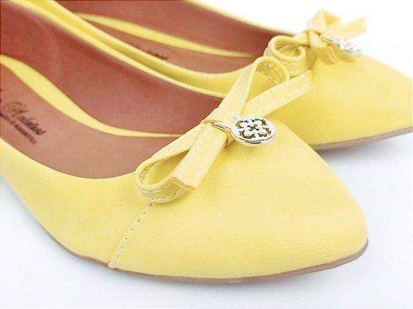 Sapatilha Amarela com Pingente e Lacinho
