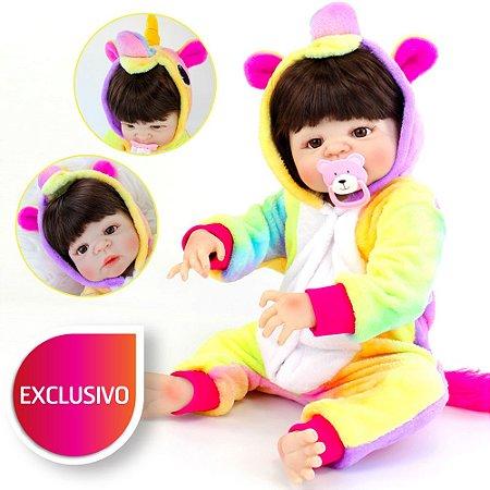 Bebê Reborn Menina de Cabelo e Olhos Castanhos com Pijama Kigurumi de Unicórnio Colorido - Toda em Silicone