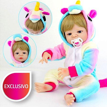 Bebê Toda em Silicone Reborn com Pijama Kigurumi de Unicórnio Arco-Íris Loirinha de Olhos Azuis