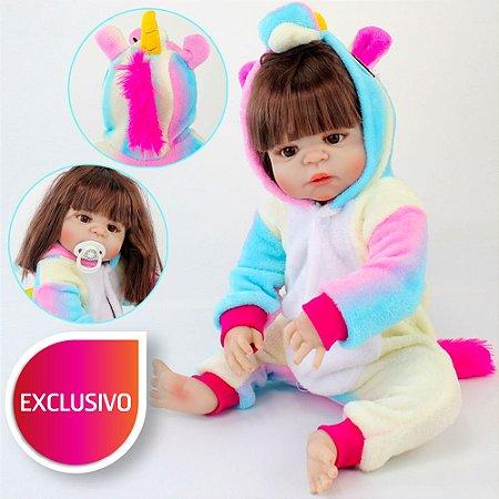 Bebê Reborn de Cabelos Longos e Olhos Castanhos Pode Dar Banho com Pijama de Unicórnio Kigurumi Arco-Íris