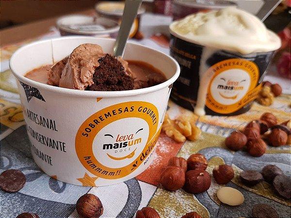 Torta de mousse de chocolate belga, com negresco e ganache com avelã