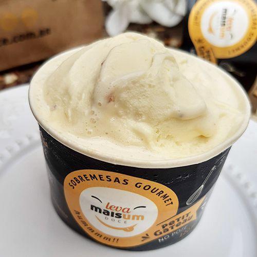Petit Gâteau de chocolate belga e avelã com sorvete de creme