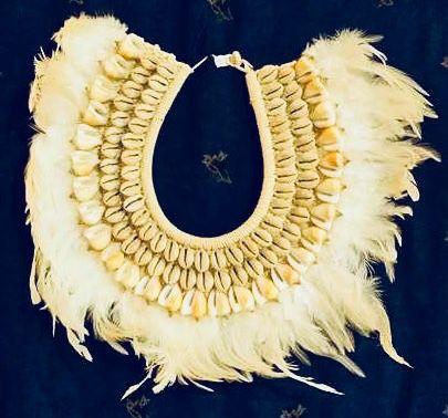 necklace mop feather cypraea moneta - unid