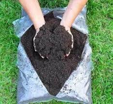 Terra Preta Adubada  Sacos 25 litros / 20 kg