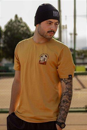 Camiseta Hawewe Masculina Sunbathe Mostarda