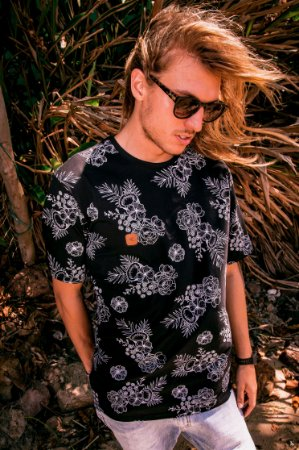 Camiseta Hawewe Costa Tropical Preta