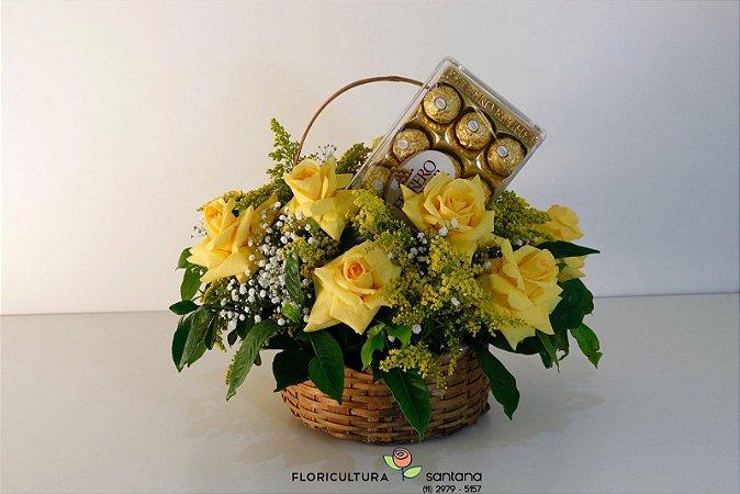 Cesta de Rosas Amarelas com Ferrero Rocher