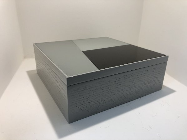 Caixa Quadrada c/ Tampa Preta / Cinzas