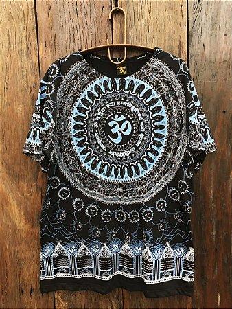 Camiseta Indiana Masculina Mandala Mantra Om Preta e Azul