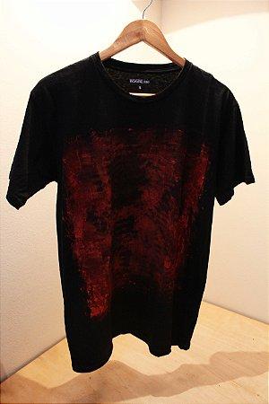 Camiseta Preta Unisex Red Abstract