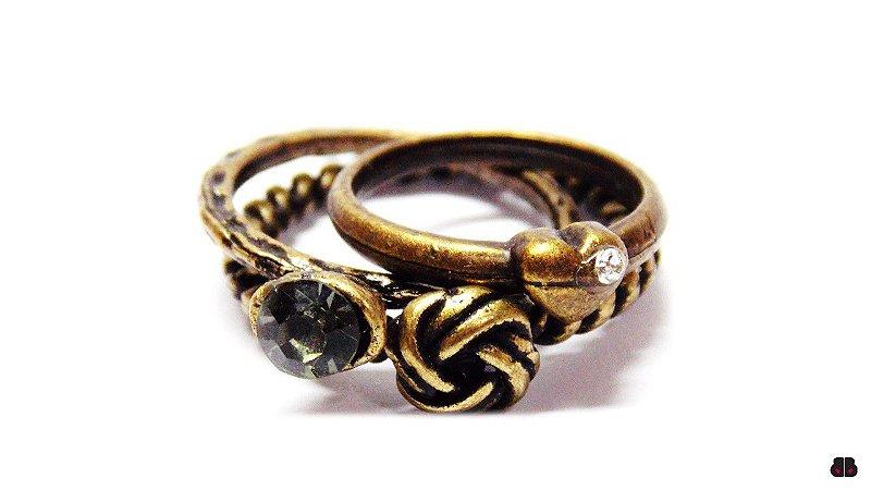 Mix de Anéis Ouro Velho e Cristais Black