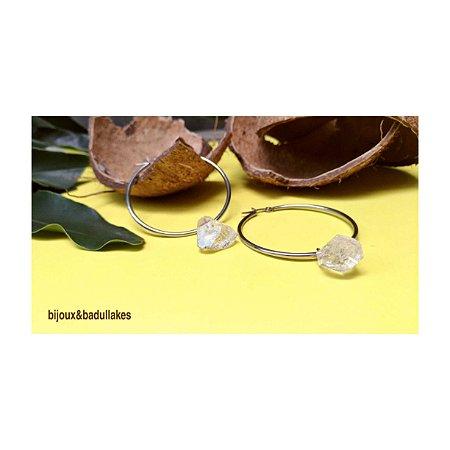 Brincos de argolas e cristal natural paz
