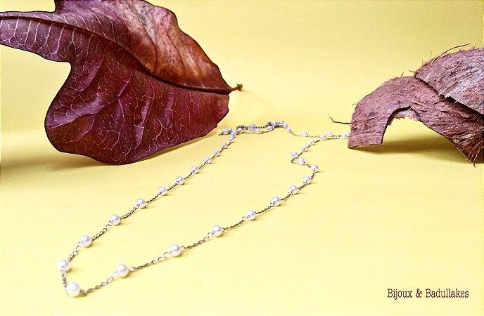 Colar de pérolas prata delicado.