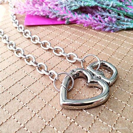 Colar correntaria prata e fecho de coração