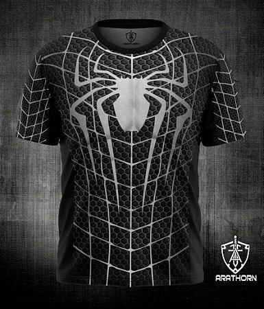 Camiseta manga curta com estampa de heróis
