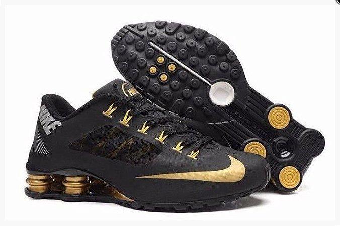 ca0670b2a1 Tênis Nike Shox R4 Superfly - Preto e Dourado - Outlet Tenis