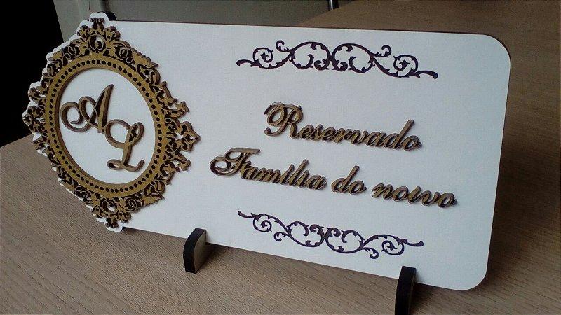 Placa Reservado para Casamento ou debutante, com detalhes pintados.
