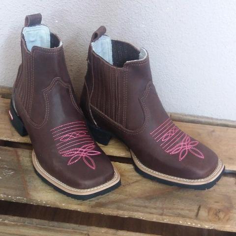abcd6255c2 bota country masculina feminina cano baixo formato bico quadrado fino couro  trabalhado marrom solado
