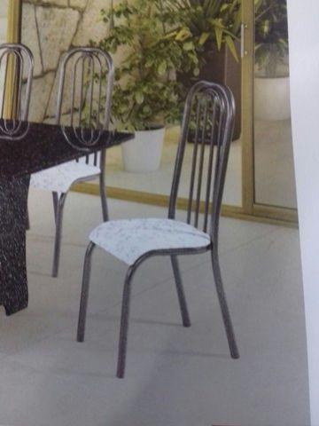 Cadeira estofada craqueada