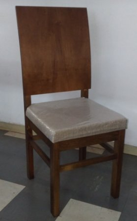Cadeira Estofado Encosto Curvo