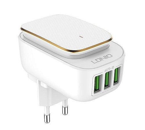 Carregador 3 portas USB + luz de LED