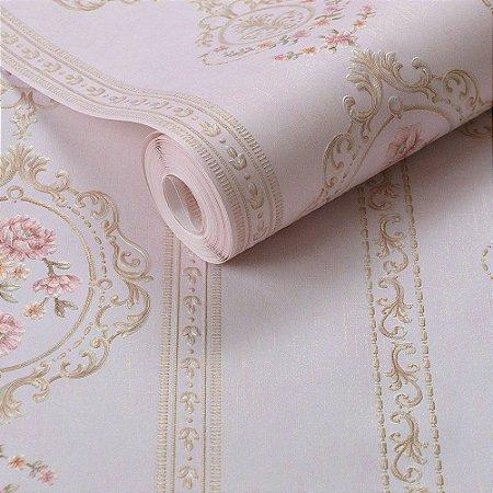 Papel de Parede Rosa Claro com Detalhes em Dourado e Flores Rosas