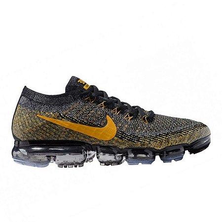 Tênis Nike Air Vapormax Flyknit Preto e Dourado