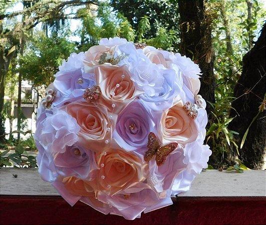 Buquê de Noiva de Broches e Rosas