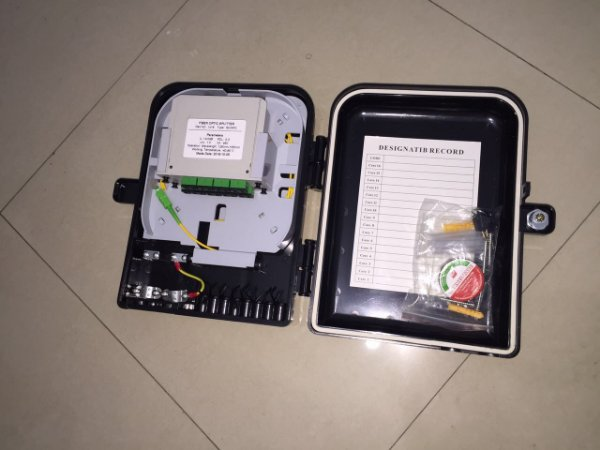 Caixa box FTTH 16 FIBRAS (com sangria) com splitter modular APC 1X8