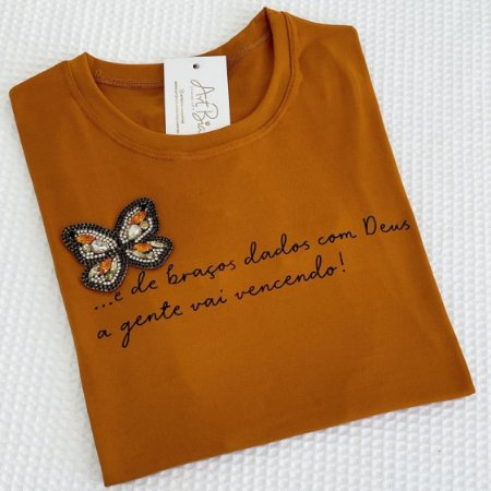 Tshirt E de braços dados com Deus