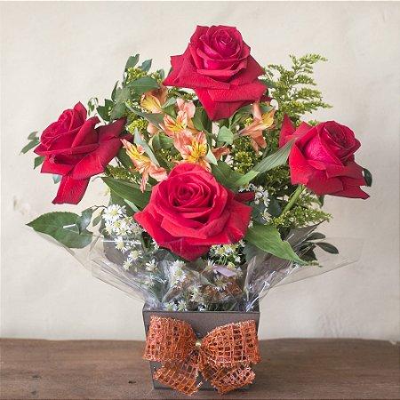 Arranjo com 4 rosas colombianas
