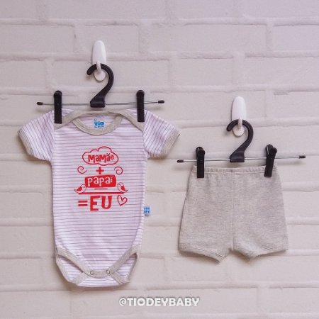 Conjunto Body Manga Curta Suedine Frases Mamãe + Papai = Eu