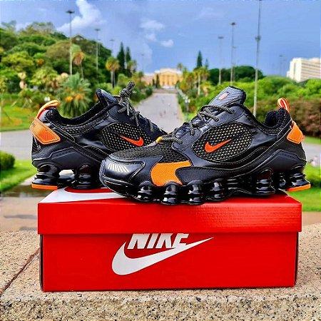 Tênis Nike Shox 12 Molas TL 2021  - Preto/Laranja