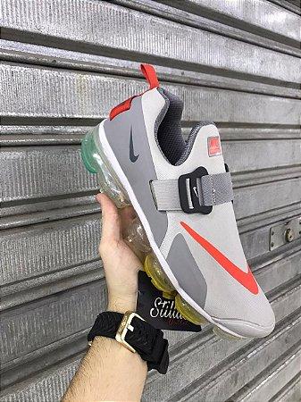 Tênis Nike Vapormax Plus 2.0 - Cinza/Laranja