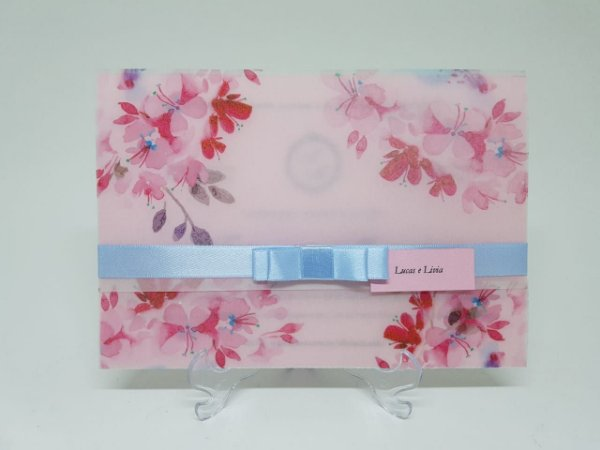 Convite de casamento floral em papel vegetal