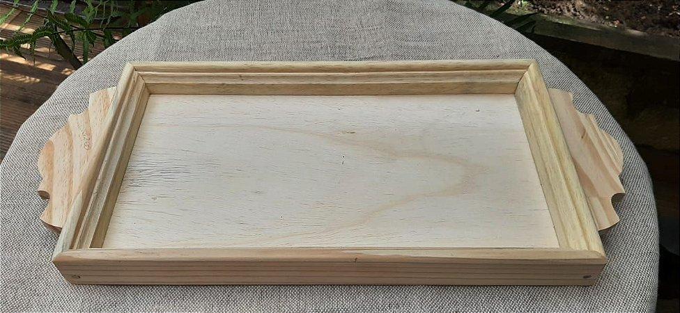 Bandeja de Pinus alça detalhes