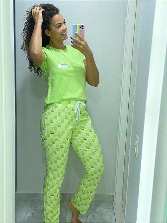 Pijama Com Calça e Camiseta Pantone