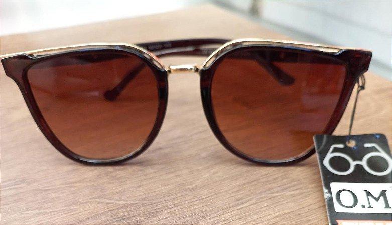 Óculos de sol Feminino com detalhe metal