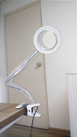 Luminária LED móvel e articulável com lente de aumento PEQUENOS RISCOS QUASE IMPERCEPTÍVEIS (Nº6)