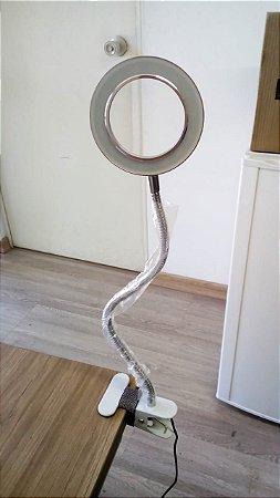 Luminária LED móvel e articulável com lente de aumento PEQUENOS RISCOS  (Nº17)