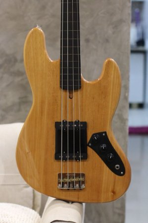 JAZZ BASS 4 CORDAS FRETLES PASSIVO