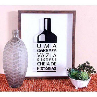 """Quadro para guardar rolhas """"Uma garrafa vazia é sempre cheia de história medida 33 cm L x 43 cm A"""