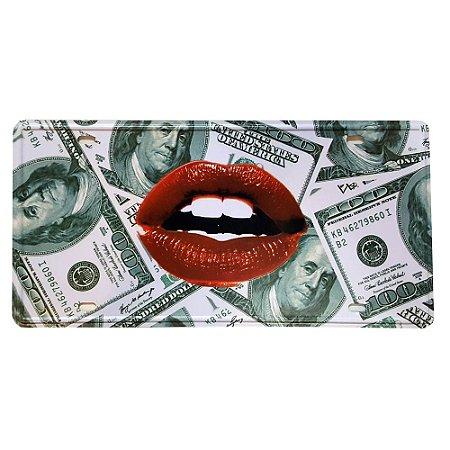 Placa de Metal Decorativa Kiss - 30,5 x 15,5 cm