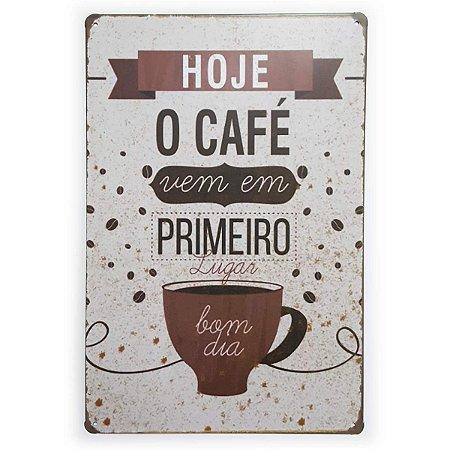 Placa de Metal Hoje o Café vem em primeiro lugar - 30 x 20 cm